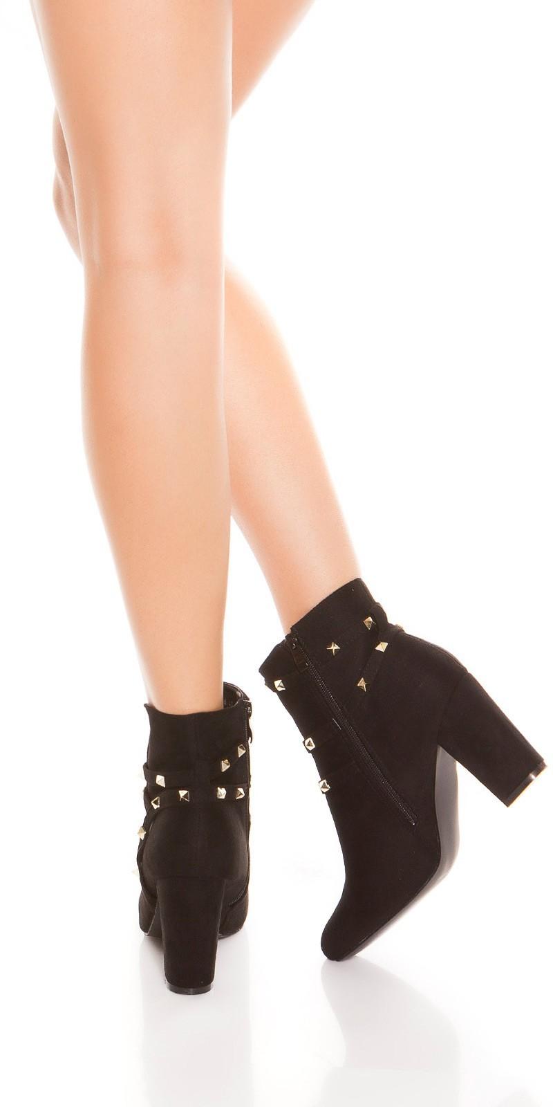 8fc79328af69 Kotníčky na hrubom podpätku so zdobením Black – Sissy Boutique