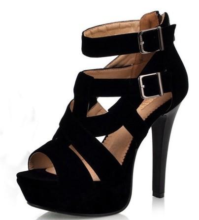 c29acbb22668 Sandálky na podpätku s prackami veľ. 35