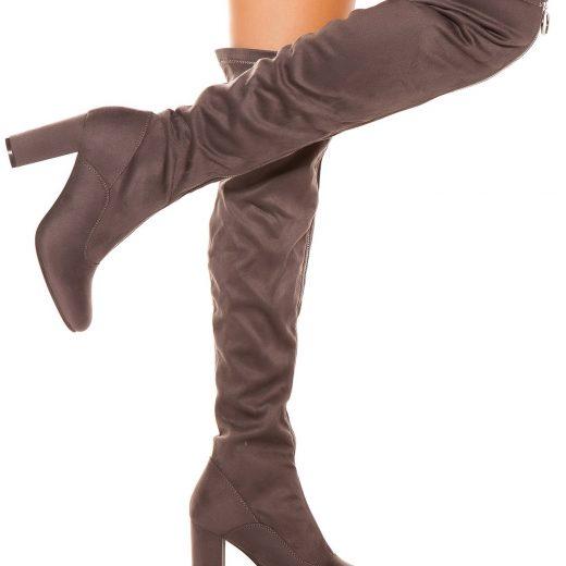 Sede cizmy nad kolena na podpatku