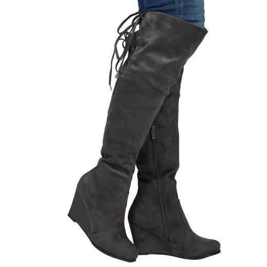 Sive cizmy na plnej platforme nad kolena