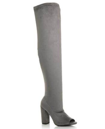 Sede cizmy nad kolena s otvorenou spickou